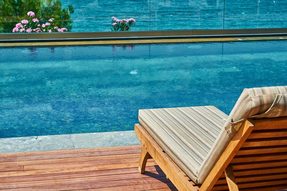 Jak efektivně zabezpečit bazén?