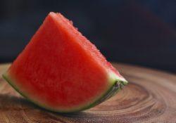Nezralým melounům je konec. Začněte vybírat červené a chutné