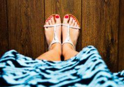 Šaty mohou nosit i plnoštíhlé ženy. Jaké střihy jim sednou?
