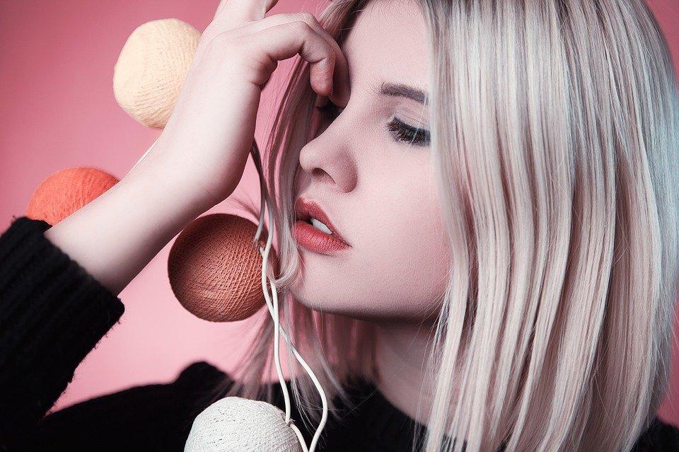 Kolagen stojí nejen za mladistvou pokožkou, ale také za zdravě vypadajícími vlasy
